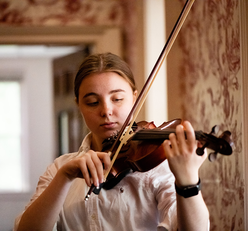 A student plays the violin